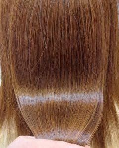 """大野城髪質改善専門美容室Lien hair design(リアン ヘアー デザイン)『美髪チャージプレミアム美革ストレート』のお客様です(^^)  他店での毎月のハイトーンカラー&縮毛矯正の失敗で毛先のビビれていたお客様の髪もリアンの『美髪チャージプレミアム美革ストレート』なら、こんなに艶々サラサラに仕上がっちゃいます(о´∀`о)  還元ケラチンでもっと強く美しい髪へ(^_^)v! S – S結合を再構築する""""還元ケラチン""""とダメージを補修する""""直効きケラチン""""でサロントリートメントの新時代。 芯から強く弾むしなやかさ、驚きのツヤと手触りを叶えます。  2大システムにより、元々の髪質・ダメージを選ばずに・・・  《 仕上がり質感 》  サラサラ・滑らかな指通り。 柔らかく、弾力がある。 内部からみずみずしく潤う(油分で補うしっとり感ではない)。 感動のツヤ。 従来のシステムトリートメントのように""""質感を付与""""しているのではなく、ダメージで失われた結合(S – S結合)や毛髪成分を再構築することで、結果的に生み出された質感のため、髪質やダメージレベルを選ばず、優れた質感が得られます。  『美髪チャージプレミアム美革ストレート』なら1回目より2回目、2回目より3回目と繰り返せば繰り返すほど艶々サラサラに(^-^)   そして今、話題の『マイクロファインバブル』を使用することにより美髪チャージの力を120%まで引き上げてくれます(σ≧▽≦)σ  こちらのメニューは、こんな方にお薦め!   ・髪の毛のダメージが気になる ・カラーやブリーチをしている ・髪の毛を伸ばしたいが伸ばせない ・髪の毛がパサつく、引っかかりがある ・髪の毛のツヤがほしい  本気で髪の毛を良くしたい方必見!  月1回の施術いただくことをお薦めします(^_^)   新システムによりグレードアップした『美髪チャージプレミアム美革ストレート』で さわればわかる!さわりたくなる髪を手に入れてみませんか(^^)   美髪チャージメニュー  美髪チャージプレミアムトリートメント ¥10000~  美髪チャージプレミアムカラー ¥18000~  美髪チャージプレミアムデジタルパーマ ¥24000~  美髪チャージプレミアム美革ストレート ¥27000~  大野城美容室Lien hair design(リアン ヘアー デザイン)2021年6月の定休日のお知らせです(^-^)  2021年6月は7.14.21.28日にお休みをいただいております!  只今7月の中旬までご予約が大変込み合ってきております! お早めのご予約宜しくお願い致しますm(_ _)m  「髪質改善」美容室 リアン ヘアーデザイン  福岡県大野城市中央2丁目1−13  tel:092-593-3339  ※完全マンツーマンサロンですので、 お電話の対応、施術、会計など 全てひとりで担当させていただいております。 そのため施術中はお電話が取れない場合がございます。 その際は折り返しご連絡をさせていただきます  #大野城 #大野城市 #春日市 #太宰府 #太宰府市 #筑紫野 #筑紫野市 #oggiotto #オッジィオット #ケラリファイン #ヴァリジョア #トキオインカラミ #トキオトリートメント #髪質改善 #美髪チャージ #美髪 #marbb #microbubblesystem #マイクロバブル #ヒト由来幹細胞培養液 #バイオプロポーザー #デュアルビー  #セルバイタルアンプル #イデベノン #羊水幹細胞培養液 #美革ストレート  #ビカクストレート"""