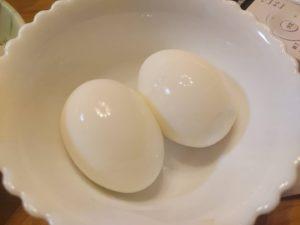 最近、寝る前のゆで卵が辞められない😂 塩に亜麻仁油を混ぜたもので食べるのがマイブーム(*^^*)  #ゆで卵  #ゆでたまご