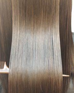 大野城髪質改善専門美容室Lien hair design(リアン ヘアー デザイン)『美髪チャージプレミアム美肌カラー』のお客様です(^^)  他店での縮毛矯正&毎月の白髪染めによるダメージ&毎日のストレートアイロンで毛先がビリビリになられていた、お客様の髪もリアンの『美髪チャージプレミアム美肌カラー』なら、こんなに艶々サラサラに仕上がっちゃいます(о´∀`о)  『美髪チャージプレミアムカラー』なら1回目より2回目、2回目より3回目と繰り返せば繰り返すほど艶々サラサラに仕上がっちゃいます(^-^)   こちらのお客様も、毛先部分の枝毛も2回、3回とやればやるほどに修復していけると思います(^ー^)  もし他店での施術失敗で毛先がビリビリになってしまわれたお客様も諦めずに1度、髪を見せていただけたらと思います( ^ω^ )  そして今、話題の『マイクロファインバブル』を使用することにより美髪チャージの力を120%まで引き上げてくれます(σ≧▽≦)σ  こちらのメニューは、こんな方にお薦め!   ・髪の毛のダメージが気になる ・カラーやブリーチをしている ・髪の毛を伸ばしたいが伸ばせない ・髪の毛がパサつく、引っかかりがある ・髪の毛のツヤがほしい  本気で髪の毛を良くしたい方必見!  月1回の施術いただくことをお薦めします(^_^)  新システムによりグレードアップした『美髪チャージプレミアムカラー』で さわればわかる!さわりたくなる髪を手に入れてみませんか(^^)   美髪チャージメニュー  美髪チャージプレミアムトリートメント ¥10000~  美髪チャージプレミアムカラー ¥18000~  美髪チャージプレミアムデジタルパーマ ¥24000~  美髪チャージプレミアム美革ストレート ¥27000 ~  大野城美容室Lien hair design(リアンヘアーデザイン)2021年7月の定休日のお知らせです!  2021年7月は5.12.19.26日を定休日とさせていただいております(*^^*)  「髪質改善」美容室 リアン ヘアーデザイン  福岡県大野城市中央2丁目1−13  tel:092-593-3339  ※完全マンツーマンサロンですので、 お電話の対応、施術、会計など 全てひとりで担当させていただいております。 そのため施術中はお電話が取れない場合がございます。 その際は折り返しご連絡をさせていただきます  #大野城 #大野城市 #春日市 #太宰府 #太宰府市 #筑紫野 #筑紫野市 #oggiotto #オッジィオット #ケラリファイン #ヴァリジョア #トキオインカラミ #トキオトリートメント #髪質改善 #美髪チャージ #美髪 #marbb #microbubblesystem #マイクロバブル #ヒト由来幹細胞培養液 #バイオプロポーザー #デュアルビー  #セルバイタルアンプル #イデベノン #羊水幹細胞培養液