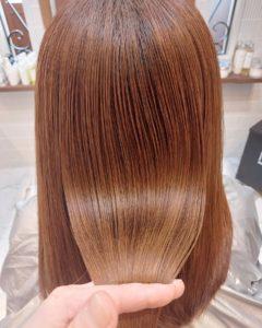 大野城髪質改善専門美容室Lien hair design(リアン ヘアー デザイン)『美髪チャージプレミアムトリートメント』のお客様です(^^)  oggiotto(オッジィオット)を使った『美髪チャージプレミアムトリートメント』なら毎月のハイトーンカラーによるダメージを気にされていたお客様の髪も、こんなに艶々しなやかな髪に仕上がっちゃいます( ^∀^)  リアンの『美髪チャージプレミアムトリートメント』なら1回目より2回目、2回目より3回目と繰り返せば繰り返すほど艶々サラサラに仕上がっちゃいます(^-^)   そして今、話題の『マイクロファインバブル』を使用することにより美髪チャージの力を120%まで引き上げてくれます(σ≧▽≦)σ  こちらのメニューは、こんな方にお薦め!   ・髪の毛のダメージが気になる ・カラーやブリーチをしている ・髪の毛を伸ばしたいが伸ばせない ・髪の毛がパサつく、引っかかりがある ・髪の毛のツヤがほしい  本気で髪の毛を良くしたい方必見!  月1回の施術いただくことをお薦めします(^_^)   新システムによりグレードアップした『美髪チャージプレミアムトリートメント』で さわればわかる!さわりたくなる髪を手に入れてみませんか(^^)   美髪チャージメニュー  美髪チャージプレミアムトリートメント ¥10000~  美髪チャージプレミアムカラー ¥18000~  美髪チャージプレミアムデジタルパーマ ¥24000~  美髪チャージプレミアム美革ストレート ¥27000 ~  大野城美容室Lien hair design(リアンヘアーデザイン)2021年7月の定休日のお知らせです!  2021年7月は12.19.26日を定休日とさせていただいております(*^^*)  只今2021年8月後半まで予約が大変込み合ってきております!  お早めのご予約お願い致します!  「髪質改善」美容室 リアン ヘアーデザイン  福岡県大野城市中央2丁目1−13  tel:092-593-3339  ※完全マンツーマンサロンですので、 お電話の対応、施術、会計など 全てひとりで担当させていただいております。 そのため施術中はお電話が取れない場合がございます。 その際は折り返しご連絡をさせていただきます  #大野城 #大野城市 #春日市 #太宰府 #太宰府市 #筑紫野 #筑紫野市 #oggiotto #オッジィオット #ケラリファイン #ヴァリジョア #トキオインカラミ #トキオトリートメント #髪質改善 #美髪チャージ #美髪 #marbb #microbubblesystem #マイクロバブル #ヒト由来幹細胞培養液 #バイオプロポーザー #デュアルビー  #セルバイタルアンプル #イデベノン #羊水幹細胞培養液
